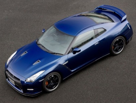 "2013 Nissan GT-R: The Japanese ""supercar"" and attractive benefits"
