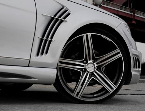 Mercedes C-Class looks