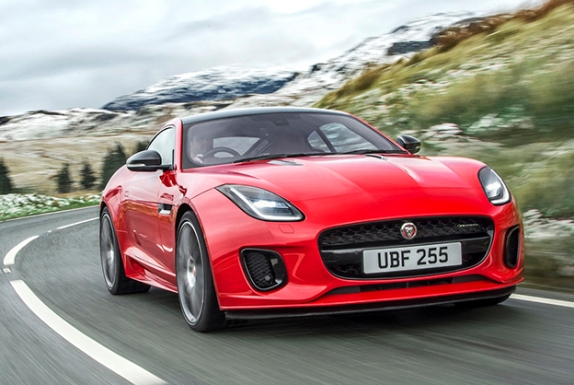 The downsizing extends in sports: Jaguar F-Type 2.0 with 300 hp