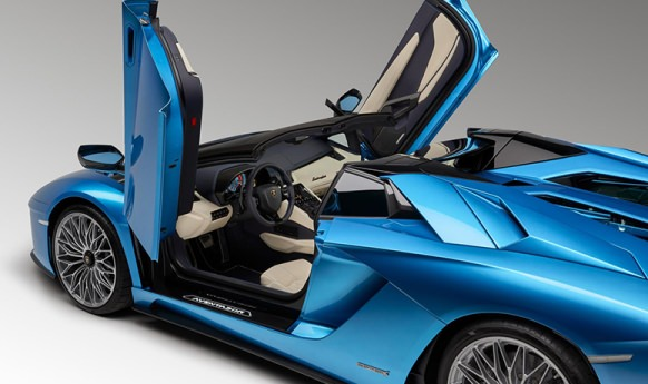 Lamborghini Aventador S Roadster, V12 and 740 hp for a convertible